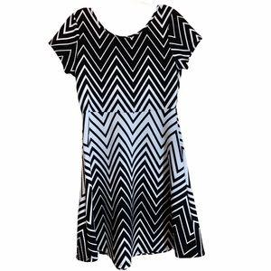 3/$30 Black and white babydoll t shirt dress